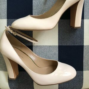 Banana Republic light neutral heels